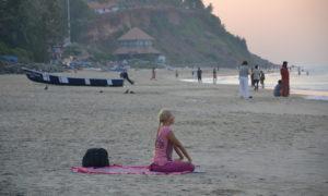 méditation au coucher de soleil